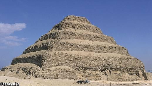 Ada banyak benda kuno yang diduga terkubur di bawah tanah. Kamera pada satelit yang begitu kuat sehingga mereka dapat tepat gambar objek di Bumi yang kurang dari satu meter dengan diamete